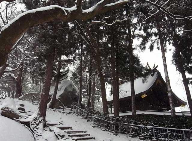 桜山神社と兜岩