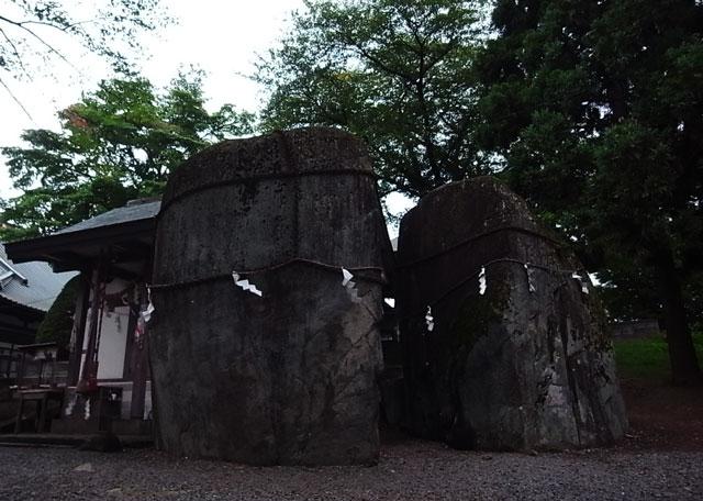 三ツ石神社