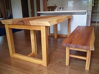 トチのテーブルとスギのベンチ2
