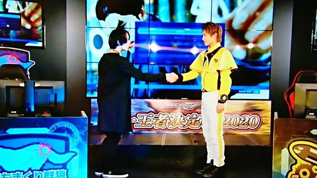 握手する為朝と洋二郎
