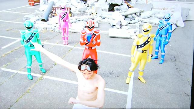 裸でキラメイチェンジ!?