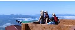 アンヌプリゴンドラ山頂駅から約30メートルにある「千m台地展望台」。ここからは羊蹄山、山麓の街並み、遠くは洞爺湖、有珠山、昆布岳。そして遙かかなたの噴火湾(内浦湾)を見わたすことができます。