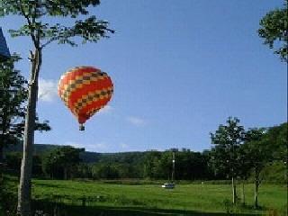 <熱気球搭乗体験>わが宿から徒歩3分程、早朝/夕方の天候が安定していれば可(予約不要)