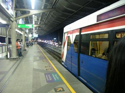サパーンタークシン駅