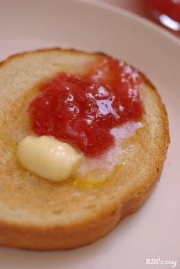 バター+苺ジャム=旨っ♪