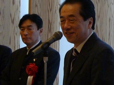 菅直人総理と武者理事著の2ショット