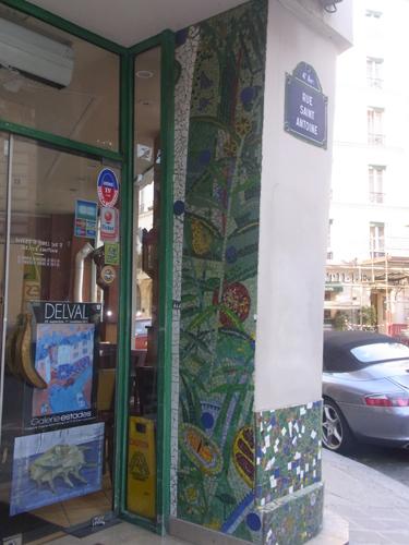 パリ 街角モザイク フルーツ