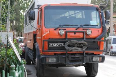 ヒマラヤ越えのトラックバス?