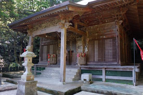 岩殿寺の境内