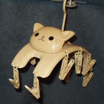 ネコ形のハンガー