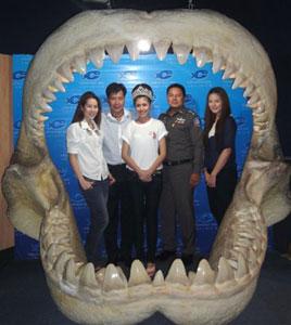 水族館を訪れるミス・チェンマイ