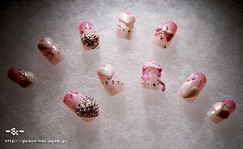 フーミンは女性らしい、王道のピンクネイルなんですね。 王道といいつつ、ピンクリボンの3Dアートの細かさといったらなんとやら\u2026! このリボン のくるりん具合!