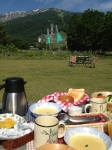 ジャンプ台と外での朝食