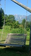 コテージのブランコと五竜岳