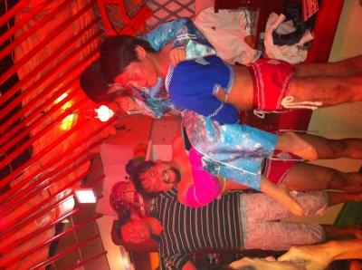 中根さんと共に並木さんをお姫様抱っこするササキw
