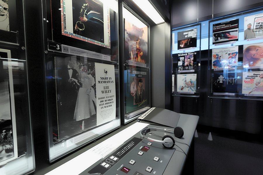 内田修ジャズコレクション展示室・試聴2
