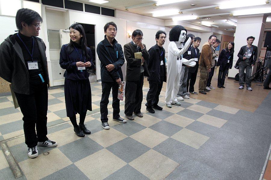 勢ぞろい。淺井裕介さんと木村崇人さんはご欠席(奇しくも屋上作家2名)