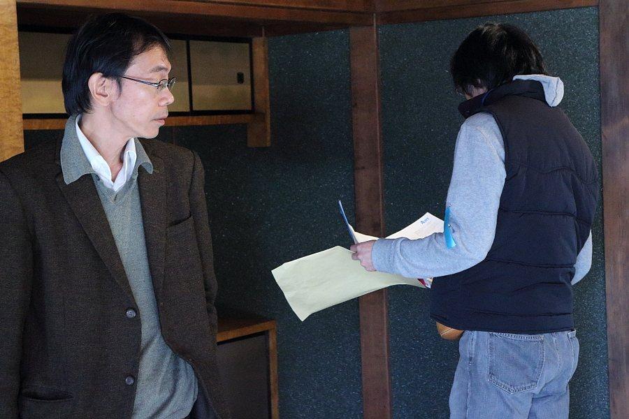 平田五郎さんと松永久彦さん(旧本多忠次邸の小柳裕さんの作品前にて)