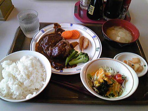 Aランチ「煮込みハンバーグ」670円