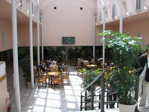 ここが食べ放題の見学ホール