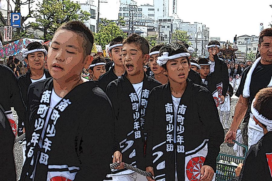 岸和田地区では曳き手は原則黒髪だそうで、皆清楚できびきびして爽やかな印象でした。 だんじりガールの皆さん、ありがとうございました!^^