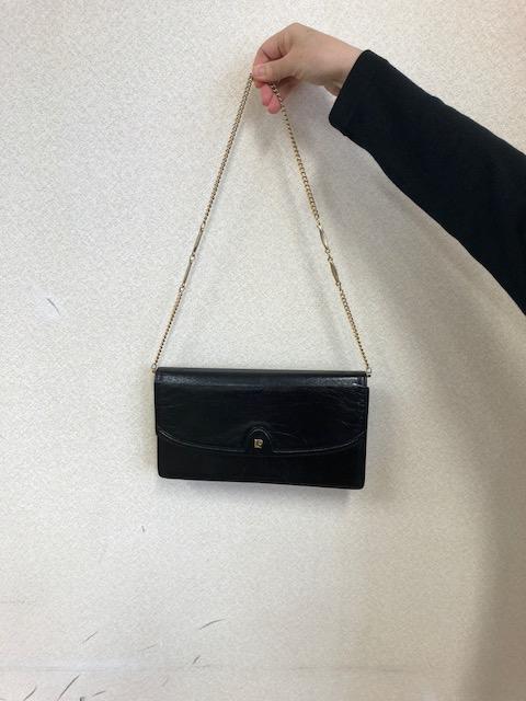 誰のバッグでしょう