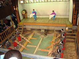 草津温泉−湯もみ