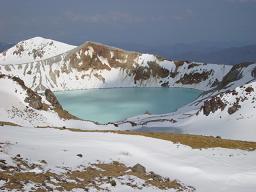 草津白根山−湯釜