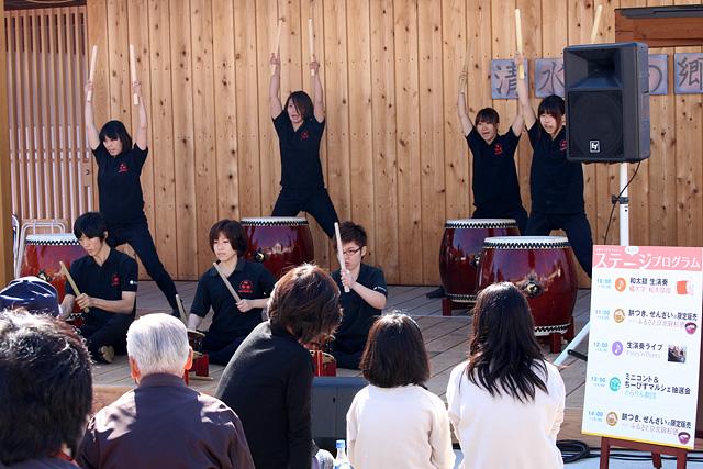 橘大学の和太鼓部の演奏