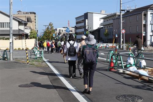 長岡京駅西口へ移動中