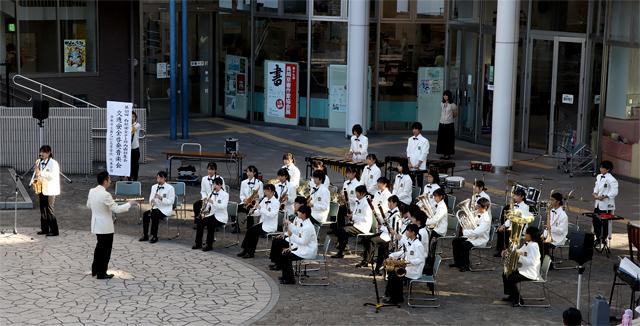 京都府立乙訓高等学校吹奏楽部の演奏
