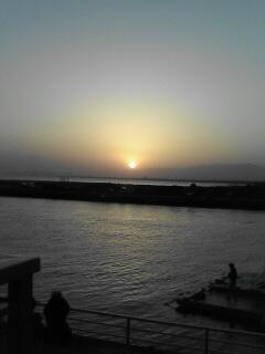 江ノ島大橋から沈む夕日を眺める