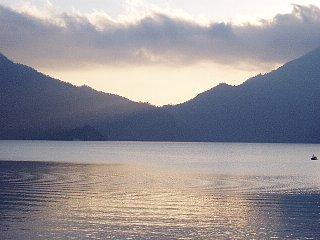 夕暮れの中禅寺湖・1