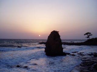 立石と夕焼け