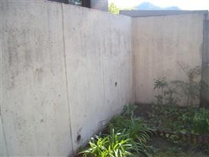 コンクリート 壁高圧洗浄 後