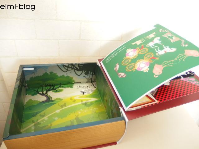 飛び出す絵本は箱になっています