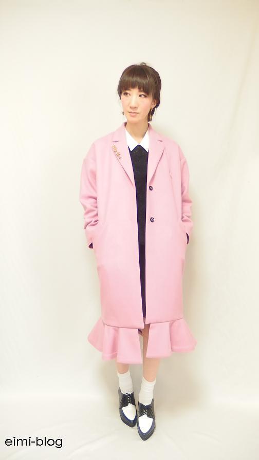 ピンクのチェスターコート 着用写真