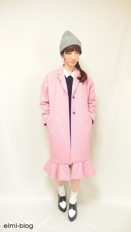 ピンクのチェスターコート ニット帽