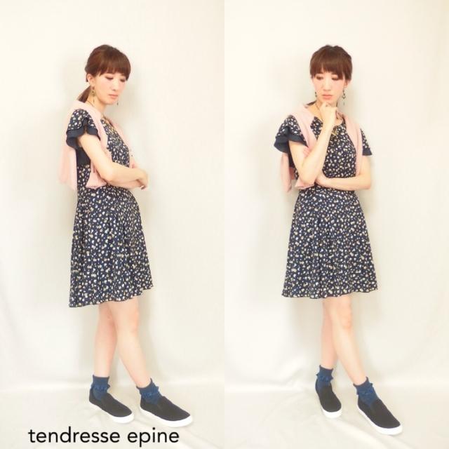 大人ガーリーファッション通販テンドレスエピーヌ 小花柄ワンピース カジュアルコーディネート