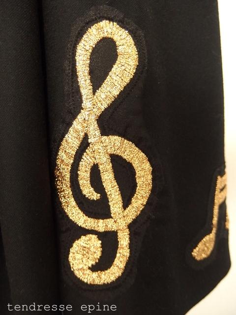 音符刺繡スカートの刺しゅう部分アップ
