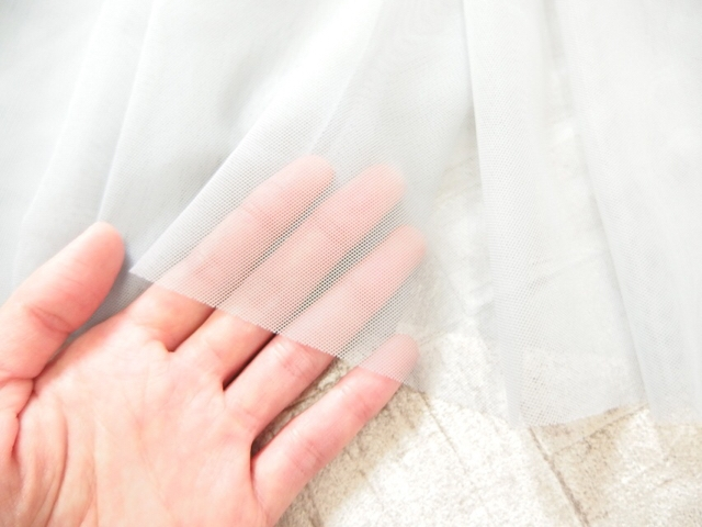 チュールスカート 裾の透け感