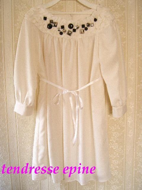 大人ガーリーファッション通販 テンドレスエピーヌ ビジュー付きフリルワンピースホワイト