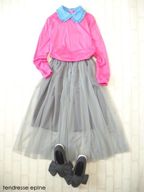 フリル襟カットソー(ピンク)とチュールスカート(グレー)のスタイリング,コーディネート