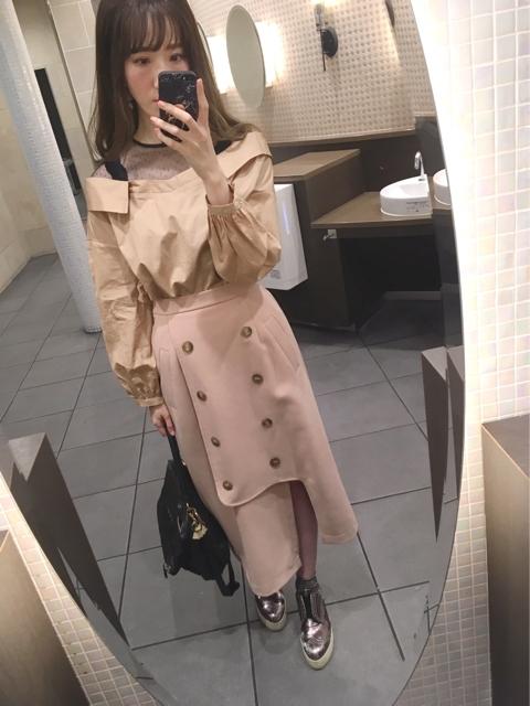 トレンチ風スカートのコーディネート