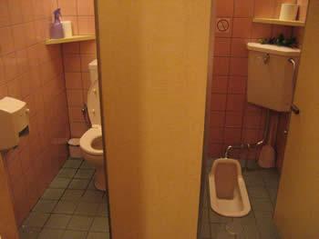 神座のトイレ