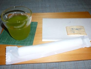 水出し煎茶と干菓子