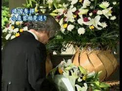 小泉首相千鳥が淵戦没者墓苑参拝(NHKニュースより)