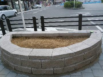 泉佐野駅前花壇