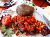 子羊のステーキ(チュニジア風ソースがけ)