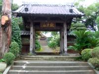伊東駅の裏手にあるお寺
